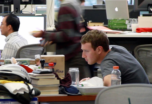 An Inspiring Look at the Desks of 10 Famous Tech CEOs